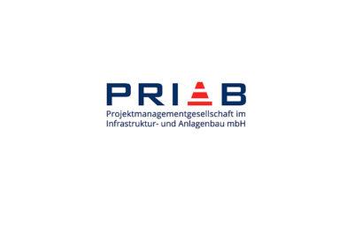 rot-weißes Warn-Hütchen aus dem Tiefbau zwischen den Buchstaben, Logo Priab GmbH